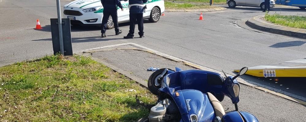 Moto contro auto a Osio Sotto Donna in ospedale, disagi al traffico