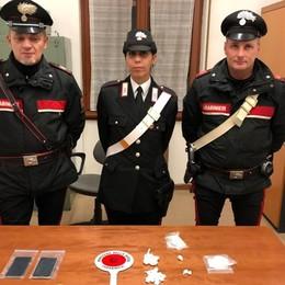 In un bar organizzavano lo spaccio 3 arresti a Vigano, droga nel porta-spezie