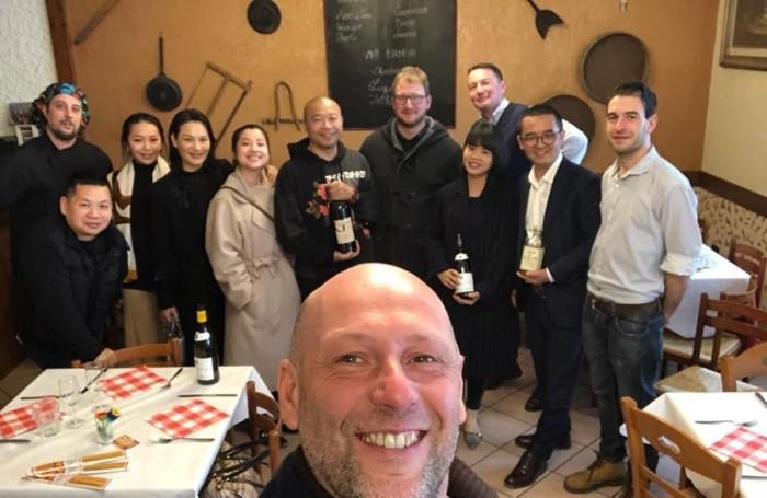 Visita di Gordon Gu con sindaco Bonzi e il produttore di vini Biava