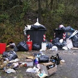 Porta i suoi rifiuti da  Bergamo a  Gandino  Donna multata e costretta e ripulire