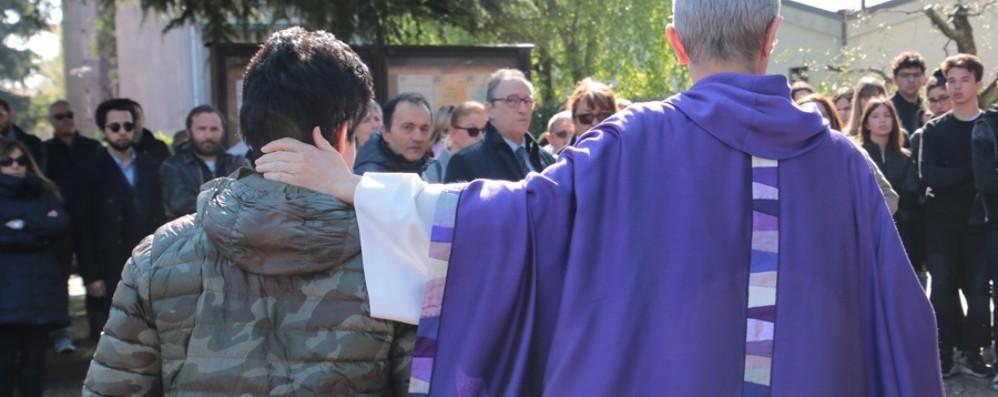Giorgio, l'abbraccio per superare il dolore Ultimo saluto al sedicenne morto in bici