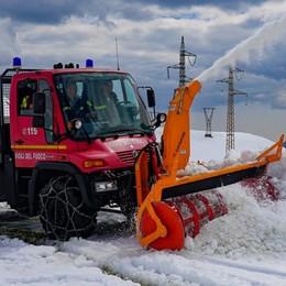 Passo San Marco, un metro di neve La super fresa apre la strada ai rifugi