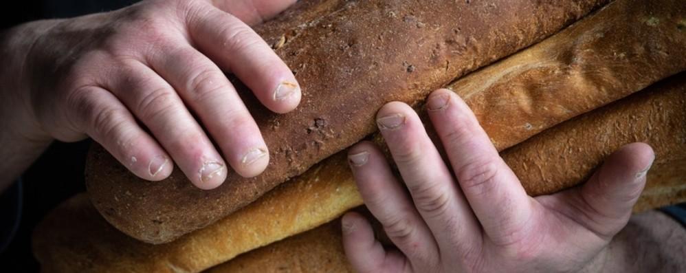 Ha toccato il fondo vivendo per strada ma con il pane la sua vita è lievitata