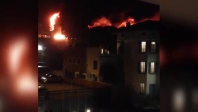 Incendio feltrifico di Marone Fiamme alte 20 metri nella notte del Sebino