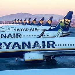 Voli, ancora bufera su Ryanair «Tassa occulta sul bebè a bordo»