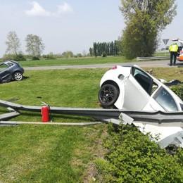 Andavano al pranzo di Pasquetta: 9 feriti Un'auto nel fosso, l'altra contro il guardrail