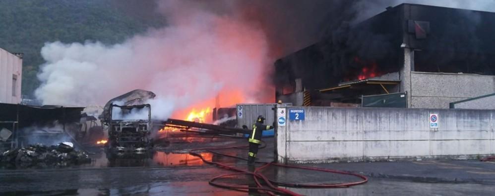 Incendio alla «Valcart», il titolare - Video «Non posso credere che sia doloso»