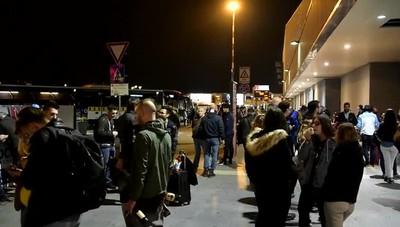 I tifosi in aeroporto nella notte