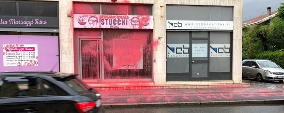Stucchi, imbrattata la sede: amareggiati La solidarietà di Gori: gesto di idioti - Foto