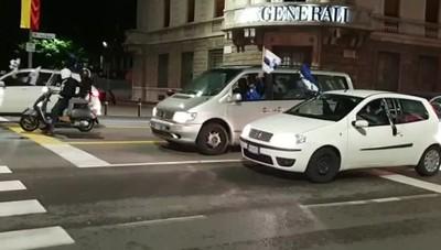 Atalanta, caroselli di auto di tifosi in centro