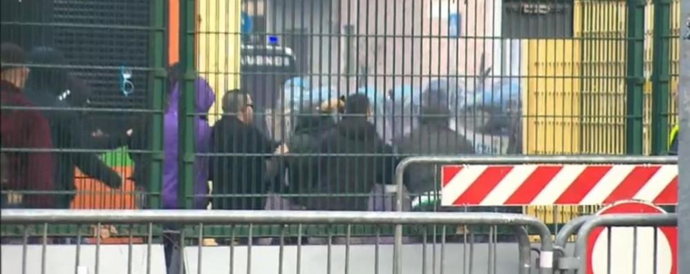 Atalanta-Fiorentina, tafferugli pre e post gara Feriti 15 agenti della polizia - Video