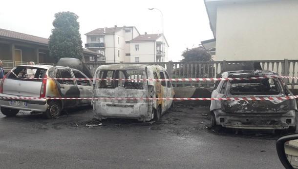 e307060a6c Pontirolo, fiamme in via europa Nella notte bruciate tre auto