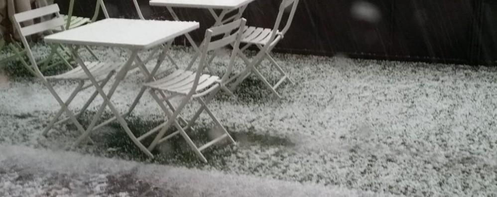 Pioggia e grandine sulla Bergamasca Manto bianco a fine aprile - Le foto