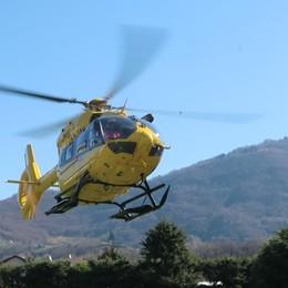 Donna si sente male a Castione Soccorsa con l'elicottero
