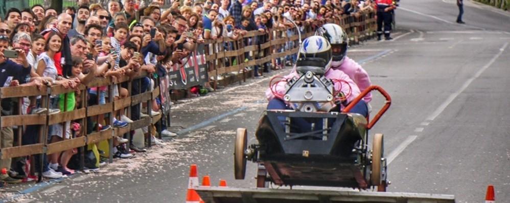 Torna il Soap Box Rally in Città Alta La corsa delle auto di legno sulle Mura