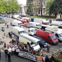 Ancora ambulanti in corteo con i furgoni Per il mercato pomeriggio a rischio paralisi