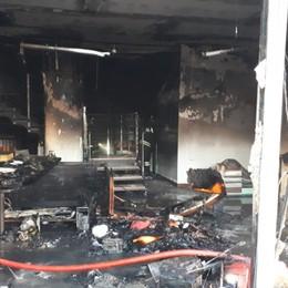 Curno, incendio alla «Ventaglio» - Foto Devastati gli uffici, ipotesi corto circuito