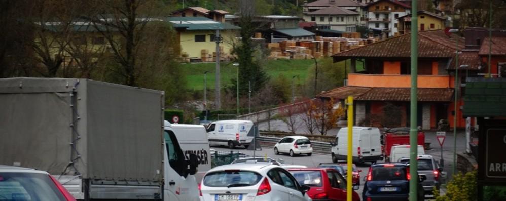 Ponte di Trezzo chiuso, code a Capriate  Segui le nostre news in tempo reale