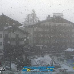Intensa nevicata sulle Orobie - Foto Foppolo riapre (per i baby) e fa festa