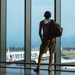 Orio: «Benvenuti sul volo per Valencia» Tre passeggeri: ma noi andiamo a Bari