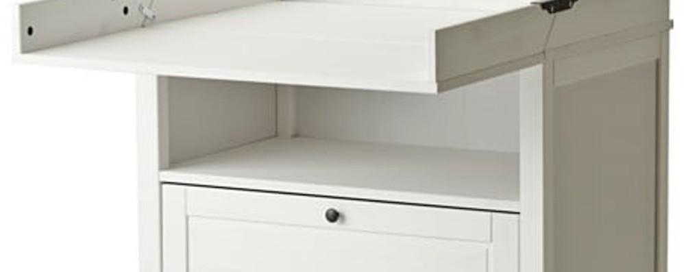 «Attenzione al fasciatoio Sundvik» Ikea: necessario fissare la ribalta