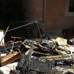 Incendio nella notte a Trescore - Foto Fiamme in  casa, distrutto appartamento