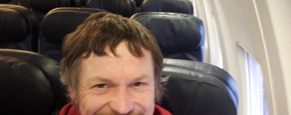 Orio, il selfie sull'aereo   deserto «Ma il volo è ripartito con 187 persone»