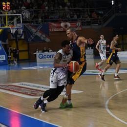 Basket, Treviglio schianta la capolista Raggiunge Bergamo e vola ai play-off