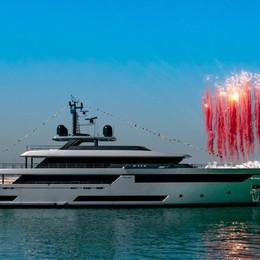 Nei bozzetti di Riva l'idea del superyacht Sbarca il gigante Race,  sfida dei 100 metri