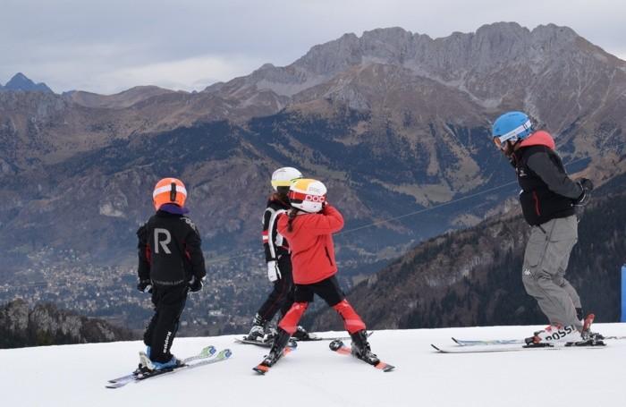 turismo invernale sciatori all'apertura degli impianti di sci plan del termen monte pora