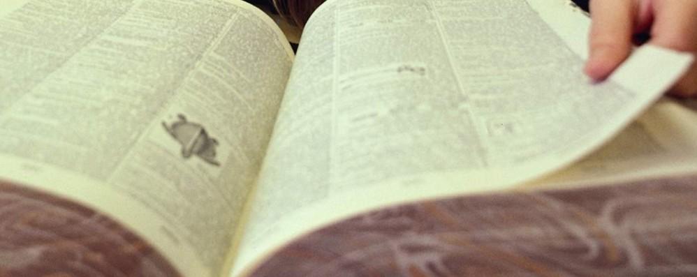 Droga e 11 mila euro nascosti nei libri Universitario arrestato a Ravenna