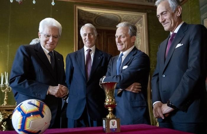 Mattarella con Giovanni Malagò, presidente  Coni, Gaetano Miccichè, presidente  Lega Serie A, e Gabriele Gravina, presidente Figc(Ansa)