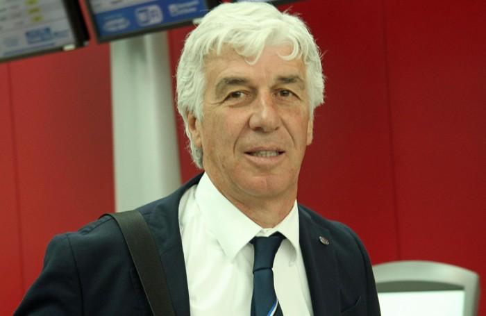 Gian Piero Gasperini, allenatore dell'Atalanta, all'arrivo all'aeroporto di Fiumicino (Ansa)