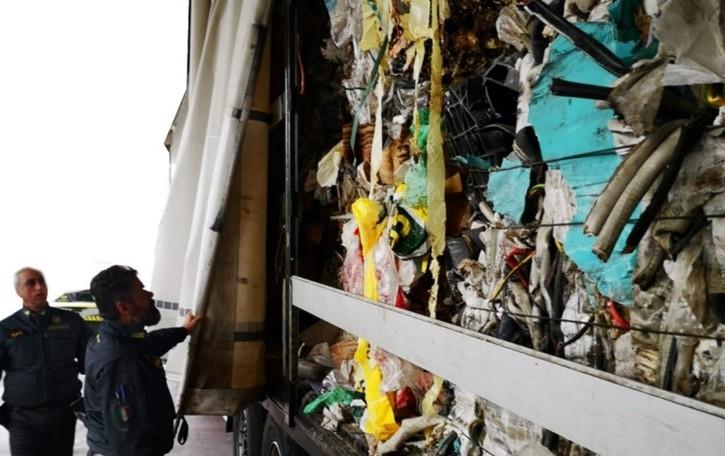 Sequestrate 27 tonnellate di rifiuti illegali  Pagazzano, denunciato trasportatore