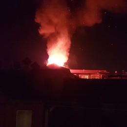 Bergamo, maxi rogo nella notte  - Foto Alte fiamme, tre appartamenti inagibili