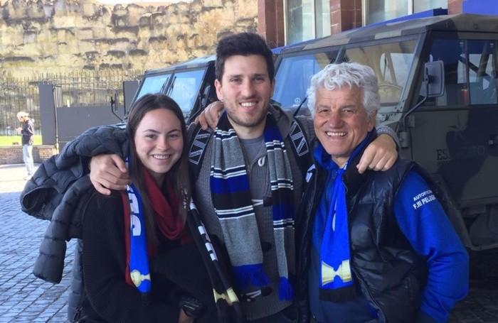 Da sinistra Josephine, australiana, con il fidanzato Stefano Facchinetti e il suo papà