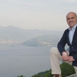 Il sindaco rinuncia all'indennità Fiori e pulcinotti gratis in paese
