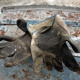 Colpito da un blocco di cemento Tragedia sul lavoro il primo maggio