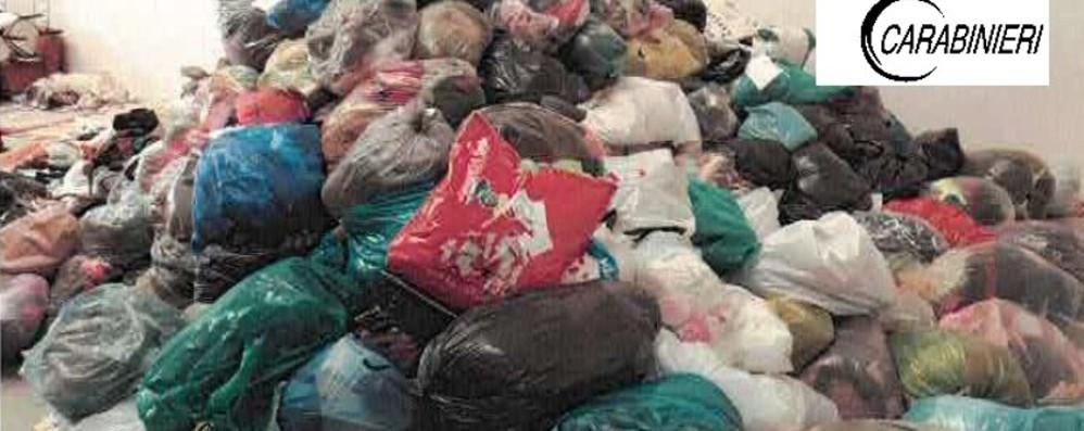 Maxi sequestro di abiti usati a Caravaggio Erano diretti al mercato africano