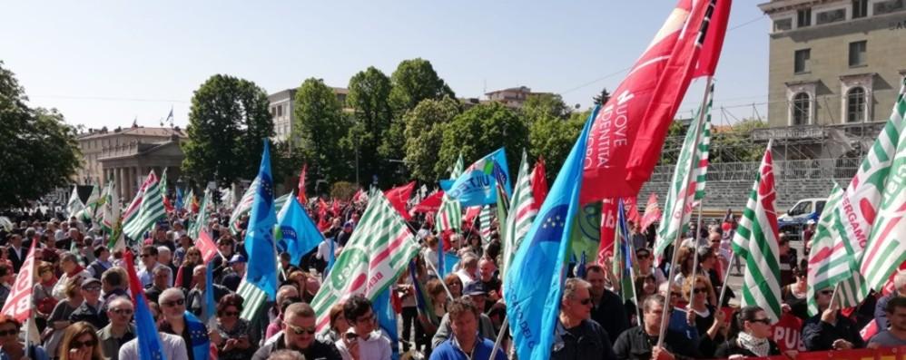 Primo maggio, 3 mila in piazza I sindacati: «Europa e più lavoro»