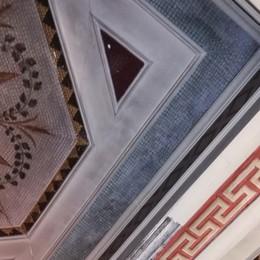 Palazzo Suardi, crolla parte del soffitto La denuncia dei residenti: è il traffico