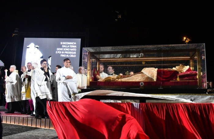 L'arrivo dell'urna del Santo Papa Giovanni XXIII a Sotto il Monte