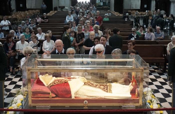 L'urna con le spoglie del Santo Papa Giovanni XXIII in Duomo
