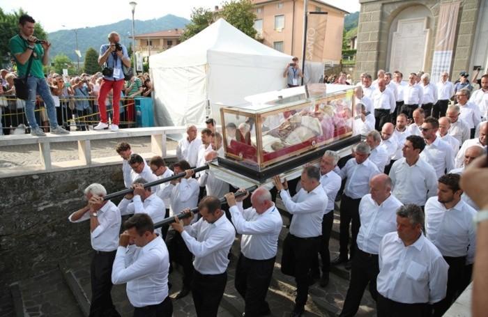 La partenza dell'urna di Papa Giovanni XXIII da Sotto il Monte