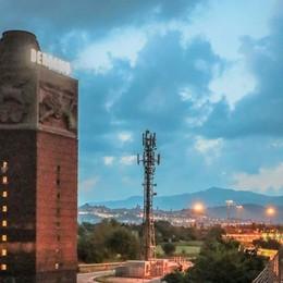 Ingresso A4, risplende la Torre dei venti Dopo 18 anni si riaccende «Bergamo»