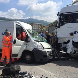 Villa d'Almè, furgone contro camion Grave un giovane di 24 anni