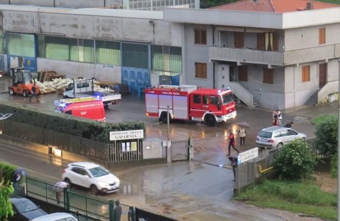 I pompieri in azione tra Gavarno e Villa di Serio (foto Vassalli)