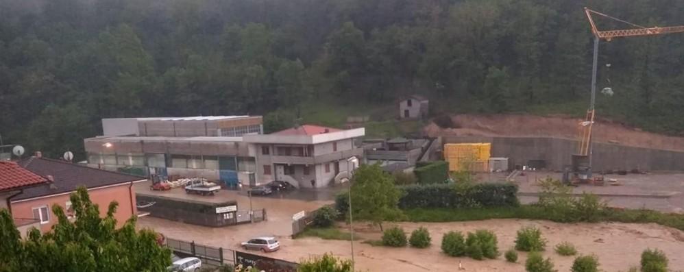 Bomba d'acqua, esonda il Gavarnia - Foto  Nembro-Villa di Serio, allagamenti - Video