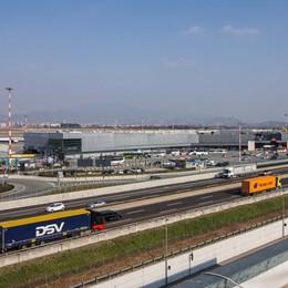 Un commissario per il treno per Orio Il ministro Toninelli in visita a Bergamo
