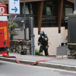Reazione chimica nel locale delle piscine Paura al Grand Hotel di Castione